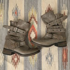 Steve Madden Taupe Moto Buckle Boots Size 7.5